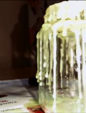 اذابة الشمع على الزجاج